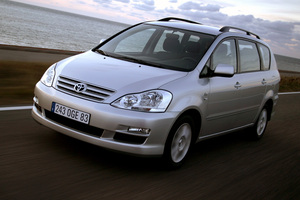toyota_avensis_verso.png